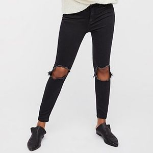 Free People Busted Knee Skinny in Washed Black